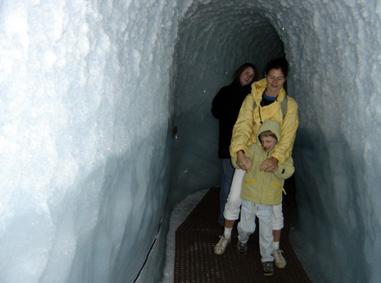 Lou dans le glacier