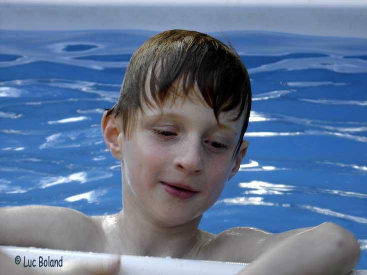 Le petit prince dans l'eau