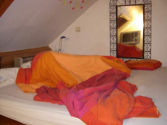 Lou dans le lit