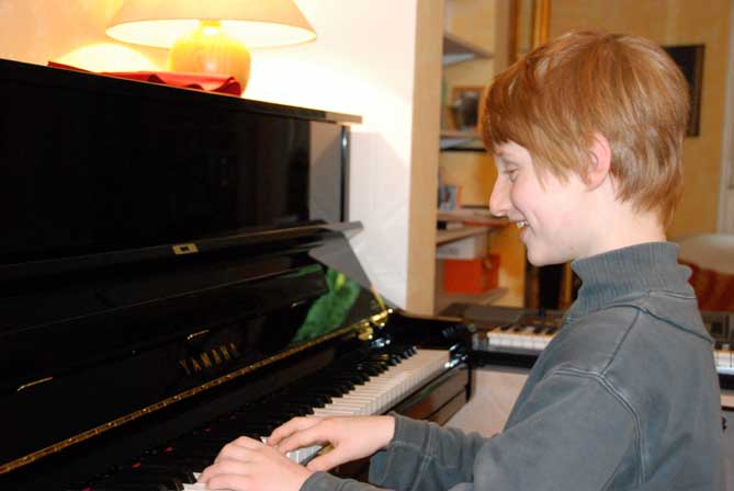 Little prince on piano