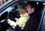 Lou conduit une voiture